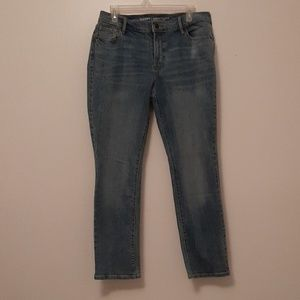 Old navy curvy mid rise 10 short light/faded jeans